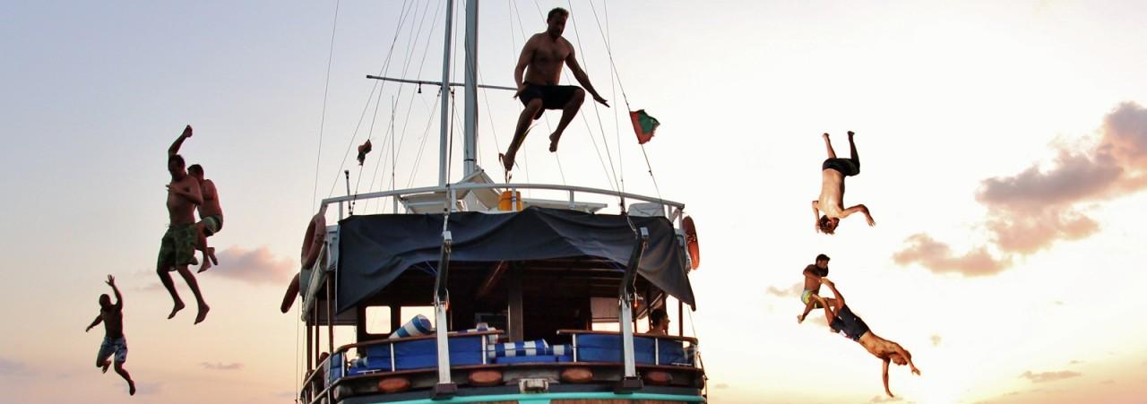Bootstour Leute Springen vom Boot